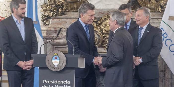"""Das Neves a Macri: """"Vos hablas de la minería y no tenemos agua potable para el consumo"""""""