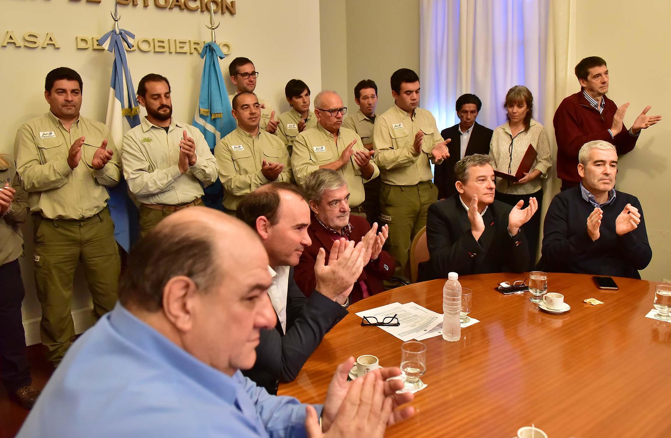 Das Neves firmó acuerdo para la construcción de 8 viviendas para Guardafaunas