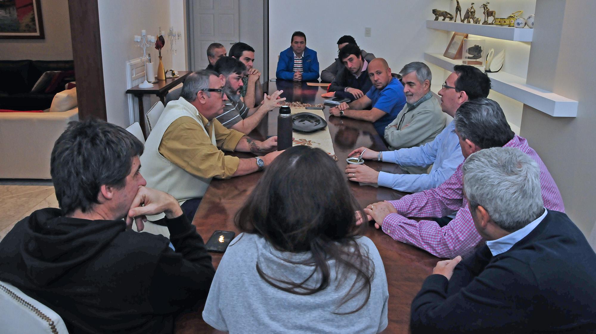 Das Neves delineó con intendentes y dirigentes el último tramo de la campaña electoral