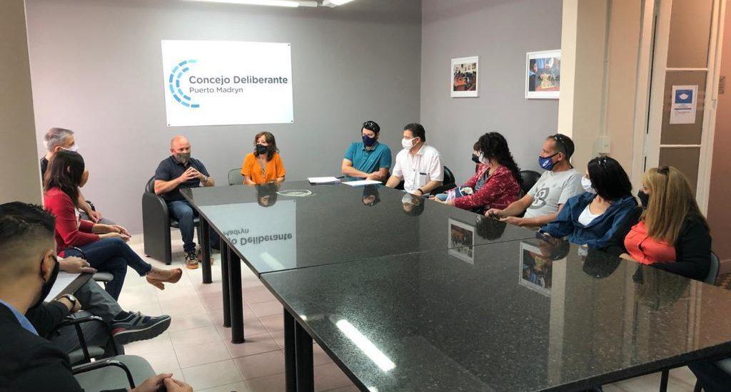 SASTRE SE REUNIÓ POR OBRAS CON LOS VECINOS DEL BARRIO GOBERNADOR GALINA
