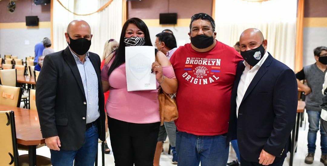 """SASTRE ENTREGÓ NUEVOS TÍTULOS DE PROPIEDAD: """"LA PALABRA ES EL CONTRATO MÁS IMPORTANTE"""""""