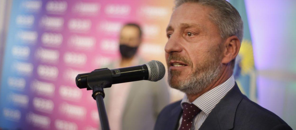 ARCIONI ANUNCIÓ LA COMPRA DE 4 COLECTIVOS PARA CHUBUT DEPORTES