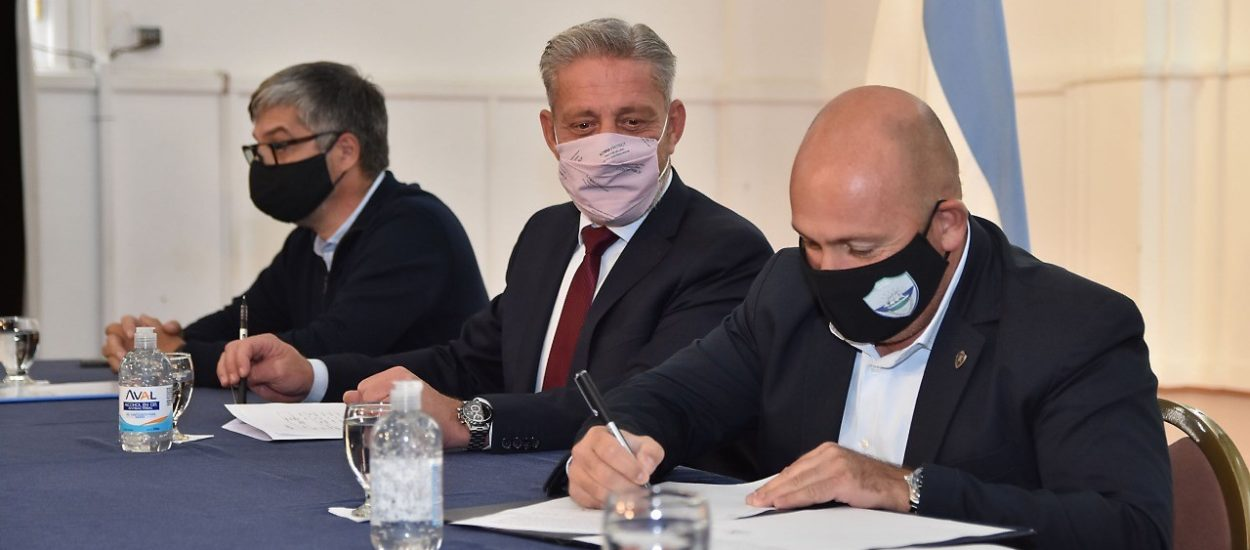 SASTRE FIRMÓ EL CONVENIO DE OBRA PARA LA CONSTRUCCIÓN DE CORDONES CUNETA Y BADENES POR MÁS DE 45 MILLONES DE PESOS
